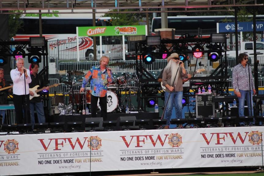 Oak Ridge Boys gave a free concert for the VFW