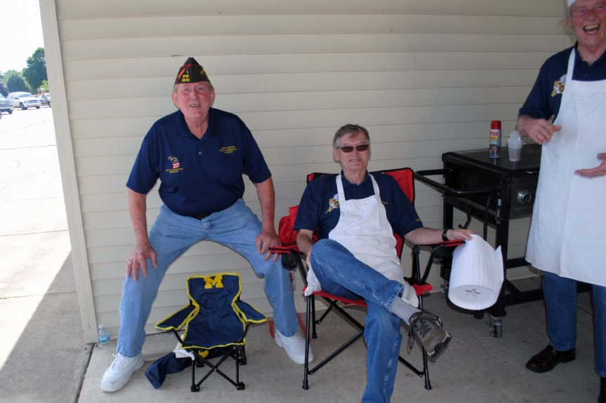 Ohio presents Michigan Commander with his new chair